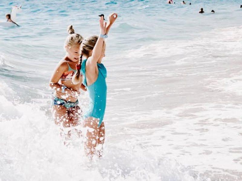 Μπάνιο στην θάλασσα με παιδιά. Ο απόλυτος οδηγός ασφάλειας!
