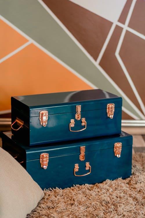 Χωράει μια «ντουλάπα», σε μια βαλίτσα;