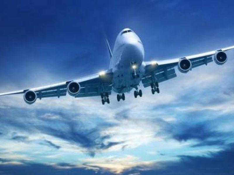 Γιατί χαμηλώνει ο φωτισμός κατά την απογείωση και την προσγείωση;